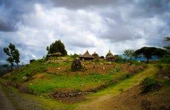 Villaggio tradizionale della tribù di Konso nel carati Konso, Etiopia fotografie stock libere da diritti