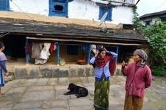 Villaggio tradizionale di Gurung di Ghandruk in Himalaya fotografia stock libera da diritti