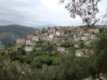Villaggio tradizionale di Qeparo, Albania del sud fotografia stock libera da diritti