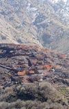 Villaggio tradizionale modesto di berbero con le case cubiche nel mou dell'atlante Fotografia Stock Libera da Diritti