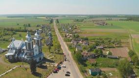 Villaggio urbano bielorusso - Radun con la chiesa cattolica La serie di video dal fuco video d archivio