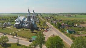 Villaggio urbano bielorusso - Radun con la chiesa cattolica La serie di video dal fuco archivi video