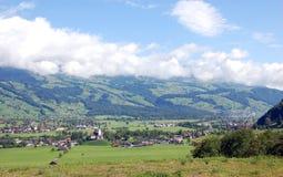 Villaggio in valle Fotografie Stock Libere da Diritti