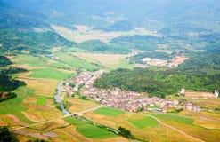 Villaggio in valle Immagini Stock