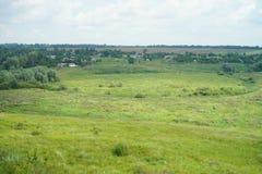 Villaggio in valle l'ucraina fotografie stock libere da diritti