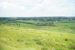 Villaggio in valle l'ucraina fotografia stock