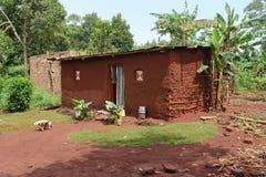 Villaggio vicino alle cascate di Bujagali fotografie stock libere da diritti