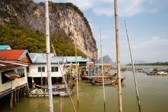 Villaggio zingaresco sui trampoli nel mare delle Andamane Fotografie Stock Libere da Diritti