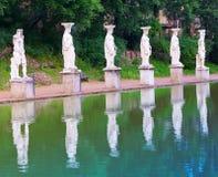 Villan Adriana fördärvar av ett imperialistiskt Adrian landshus i Tivoli nära Rome, landskap i en solig dag Royaltyfria Bilder