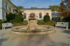 Villan Edward Herbst, museum - arbeta i trädgården, springbrunnen Royaltyfri Foto