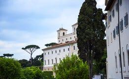 Villan Medici upptill av spanjormomenten med dess egyptiska obelisk i Rome Italien Royaltyfria Foton