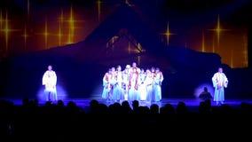"""Villancico emocionante de la Navidad del canto del coro en la demostración maravillosa del  de Night†del """"O en Seaworld metrajes"""