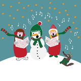 Villancicos de la Navidad, niños con el muñeco de nieve y perro que canta, ejemplo del vector Imagen de archivo libre de regalías