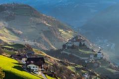 VILLANDERS, południe TYROL/ITALY - MARZEC 27: Widok Villanders przy Fotografia Stock