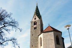 VILLANDERS SÖDRA TYROL/ITALY - MARS 27: Klockstapel av församlingen Royaltyfri Fotografi