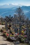 VILLANDERS SÖDRA TYROL/ITALY - MARS 27: Kyrkogård av Paris Royaltyfri Foto