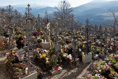 VILLANDERS SÖDRA TYROL/ITALY - MARS 27: Kyrkogård av Paris Arkivfoto
