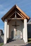 VILLANDERS SÖDRA TYROL/ITALY - MARS 27: Monument till soldater Royaltyfri Foto