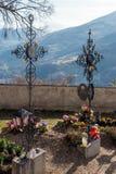VILLANDERS, TYROL/ITALY DEL SUR - 27 DE MARZO: Cementerio de la París fotos de archivo libres de regalías