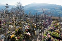 VILLANDERS, TYROL/ITALY DEL SUR - 27 DE MARZO: Cementerio de la París imagen de archivo