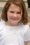 VILLANOVA, PA - 14-ОЕ МАЯ: Одеванная маленькая девочка получающ ее ели Стоковое фото RF