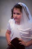 VILLANOVA, PA - 14-ОЕ МАЯ: Одеванная маленькая девочка получающ ее ели Стоковое Изображение RF