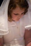 VILLANOVA, PA - 14 DE MAYO: Chica joven vestida encima de recibir sus abetos Foto de archivo