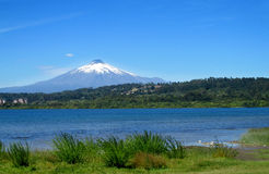 Villarica wulkanu piękny widok na słonecznym dniu zdjęcie royalty free