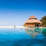 Villas de l'eau dans l'océan Images libres de droits