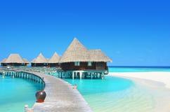 Villas de l'eau dans la lagune de paradis Photographie stock libre de droits