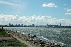 Ville à la mer Images libres de droits