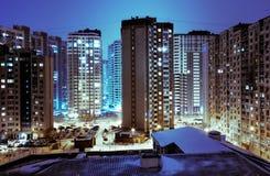 Ville-éclairage cyan de nuit Images libres de droits