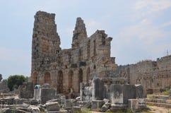 Ville antique d'Antalya Perge, l'agora, l'empire romain antique, espace vital, piliers spectaculaires et histoire Photos stock