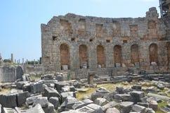 Ville antique d'Antalya Perge, l'agora, l'empire romain antique, espace vital, piliers spectaculaires et histoire Photo libre de droits