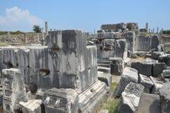 Ville antique d'Antalya Perge, l'agora, l'empire romain antique, espace vital, piliers spectaculaires et histoire Image stock
