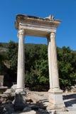 Ville antique d'Ephesus de porte de Hadrians Images libres de droits