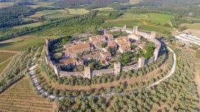 Ville antique médiévale entourée par les murs circulaires, vue aérienne images stock