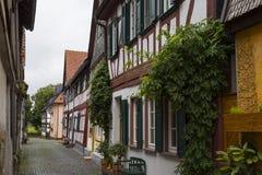 Ville antique Seligenstadt, Allemagne Rue de la vieille ville fléau Images stock