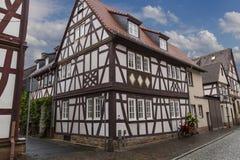 Ville antique Seligenstadt, Allemagne Rue de la vieille ville fléau Images libres de droits