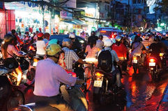 Ville asiatique, embouteillage la nuit Image libre de droits