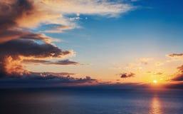 Ville avec une nuit sur la plage La Sicile taly l'Europe photographie stock libre de droits