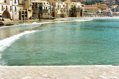 Ville côtière de Cefalu en Sicile, Italie photos libres de droits