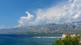 Ville croate de parc national de Vinjerac et de Paklenica sur la montagne de Velebit, laps de temps clips vidéos