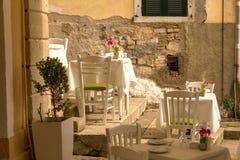 Ville d'île de Corfou, bâtiments de maisons d'allées, Grèce photo libre de droits