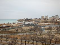 Ville d'Aktau sur la mer photos stock