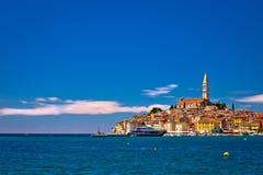 Ville d'architecture de Rovinj et de vue antiques de bord de mer Photographie stock libre de droits