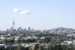 Ville d'Auckland avec Rangitoto   Photo libre de droits
