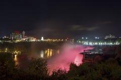 Ville d'automnes et de chutes du Niagara d'Américain au Canada Photographie stock libre de droits