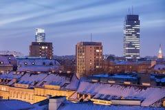 Ville d'horizon de nuit d'hiver de Varsovie images libres de droits