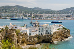 Ville d'Ibiza avec Eixample et marina Photographie stock